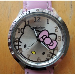 Montre Hello Kitty avec strass diametre 4cm bracelet rose simili cuir