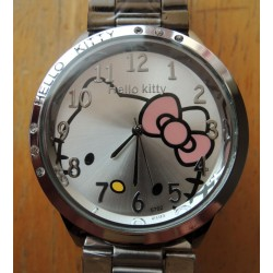 Montre Hello Kitty avec strass diametre 4cm bracelet metal