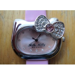 Montre Hello Kitty avec strass tete de Kitty 4x3cm bracelet rose simili cuir